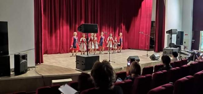 """Ansamblul de dansuri armeneşti """"Hayakaghak"""" a evoluat în cadrul Zilelor ASTRA Dej"""