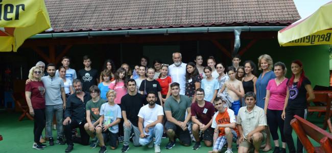Tabăra de la Dumbrăveni a tinerilor armeni