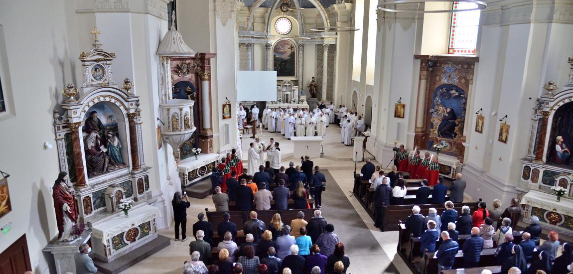 Armenii gherleni au sărbătorit împreună cu creştinii romano-catolici sfinţirea Bisericii Franciscane