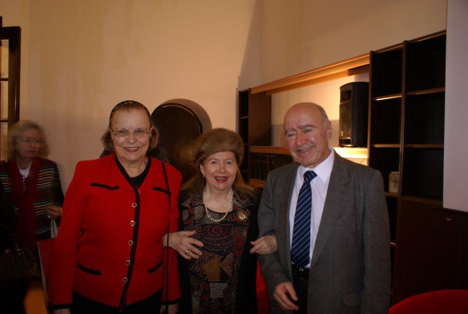 Familia Cozighian alături de Madeleine Voicu