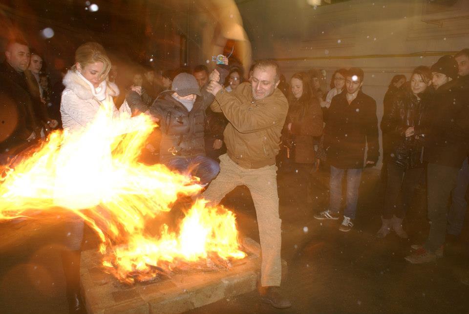 saritul peste foc