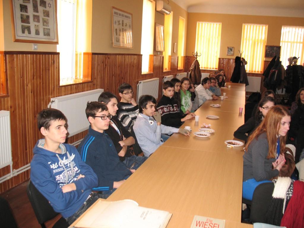Elevii s-au ar_tat foarte interesa_i de istoria armenilor _i evreilor din ora_ul lor