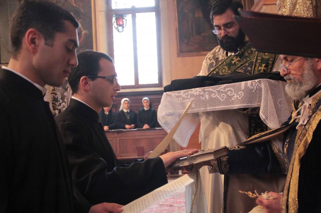 călugarii cu părintele Abate General și părintele Hamazasp Kechichian