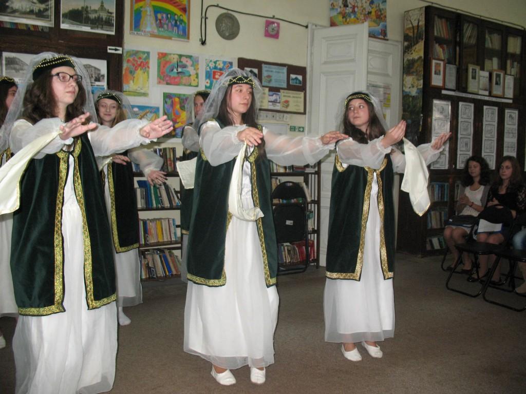 5. Dansuri armene_ti în interpretarea unui grup de fete de la _coala nr. 12