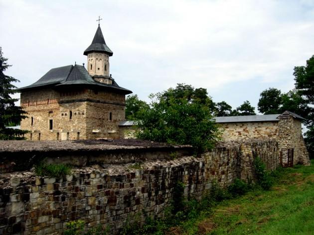 Manastirea-Zamca-630x472
