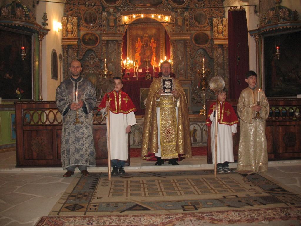 12. Preotul Holca si ajutoarele sale din timpul sarbatorii Invierii la Botosani