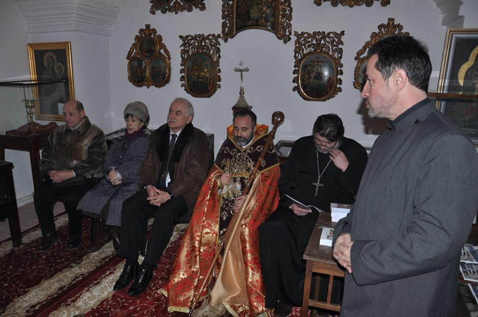 2. Preotul Radu Holca prezintu0103 autorii celor 7 cu0103ru021Bi  apu0103rute despre comunitatea armeanu0103 din Botou0219ani