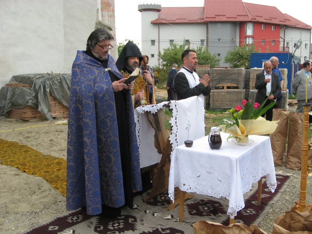 Osemintele dezgropate în cimitirul armenesc Sf. Simion au fost reînhumate (3)