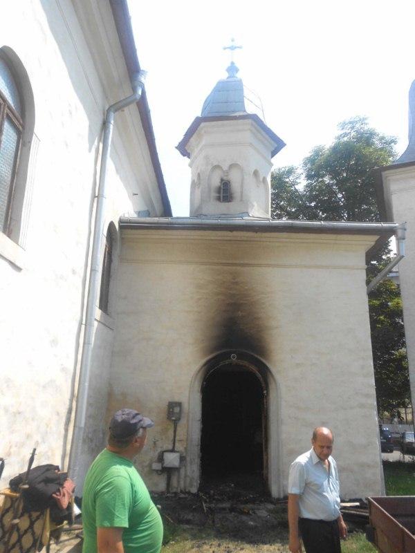 foc-biserica-armeneasca-1-800x600