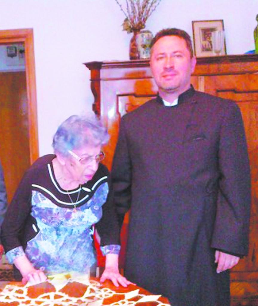 Preotul Bidericii armene din Botosani, PC Pr. Krikor Holca acasa la Emanuela Cocota