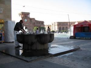 800px-Yerevan_Republic_Square_pulpulak