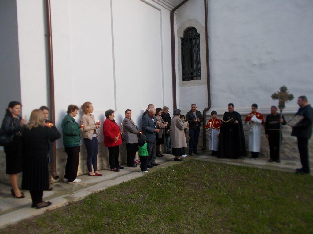 4. Procesiune în jurul bisericii armene