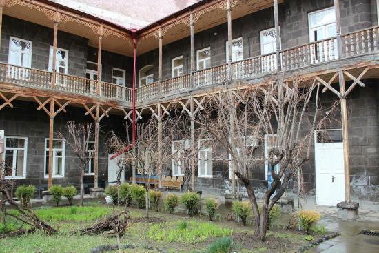 Casa memoriala a surorilor Miriam si Eranuhi Aslamazyan